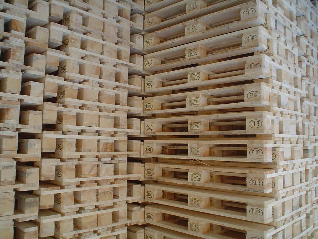 Choosing the right pallet can help you save money on your shipping costs.